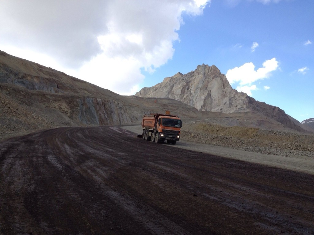 Chile Mining road application of Earthbind